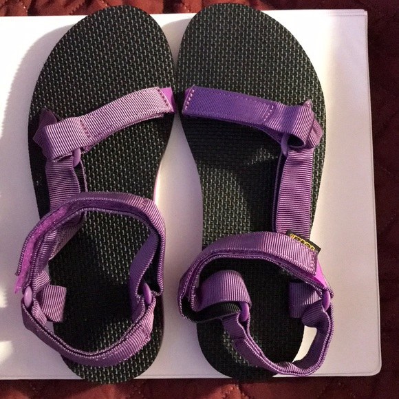 7dec50b00d4d Teva Womens Original Universal Sandal Size 8